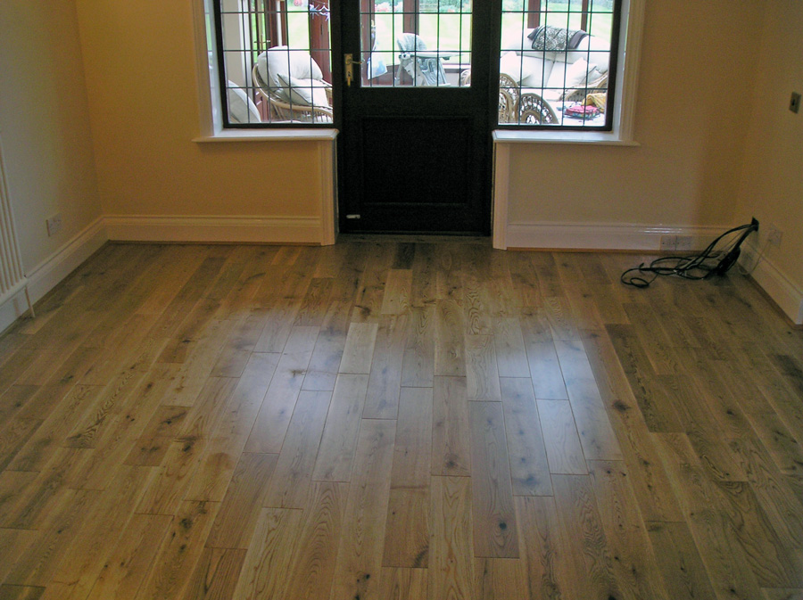Supply Amp Fit Oak Pre Finished Solid 18mm Strip Hardwood